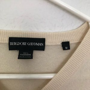 Bergdorf Goodman 100% cashmere v-neck sweater